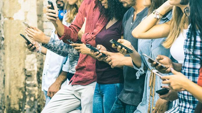W dobie telefonów komórkowych, czyli po co nam komunikacja