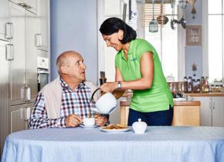 Jak dobrać rodzaj opieki do osoby starszej? Zobacz jakie masz możliwości