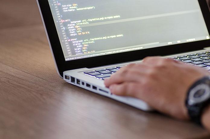 Kurs programowania w Warszawie - korzyści nauki w szkole programowania